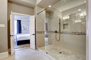 The Willow Ridge - Owner's Bath